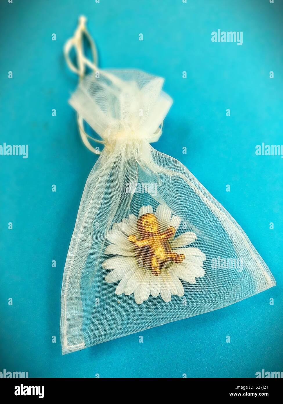 Un oro baby di plastica in un sacchetto trasparente. Immagini Stock