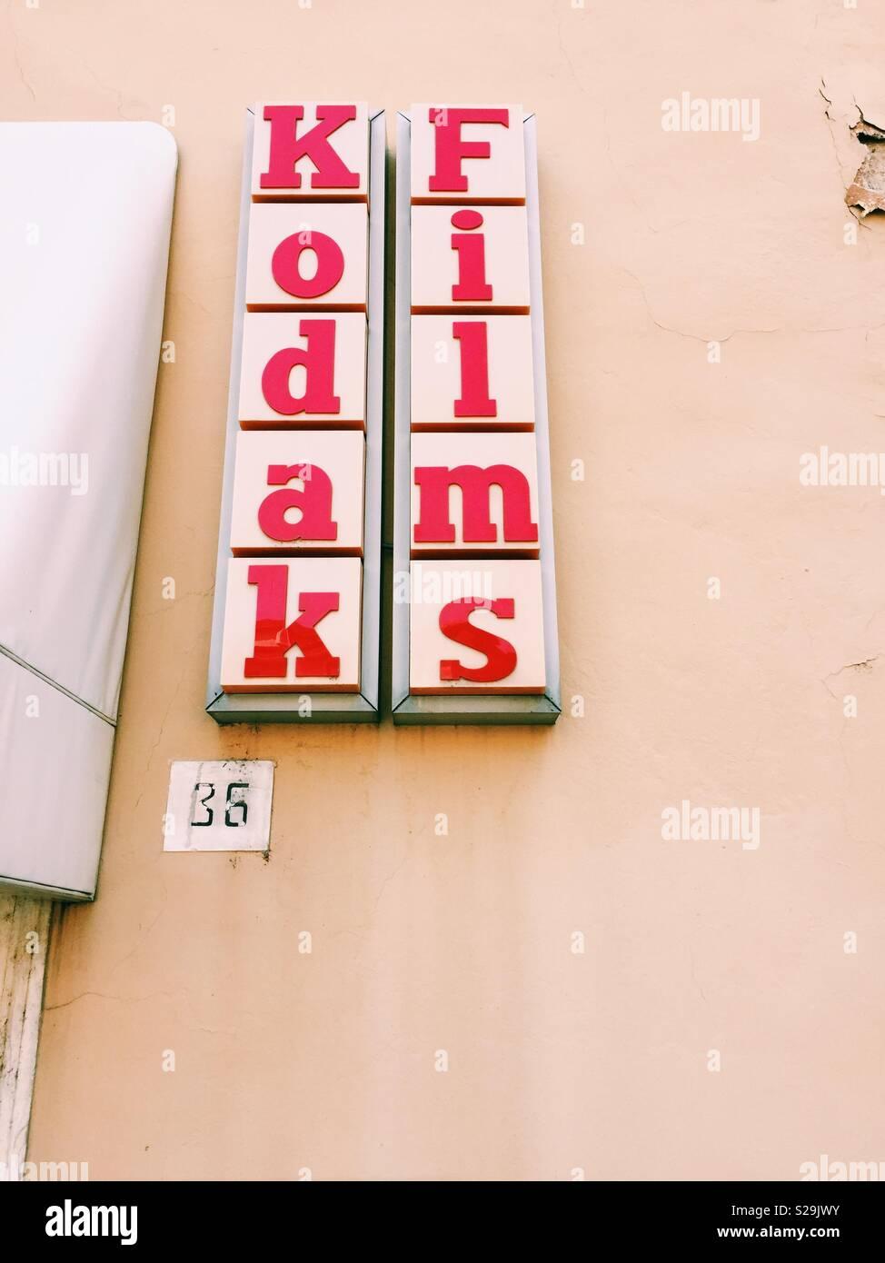 Segno di Kodak al di fuori del negozio di fotografia a Salo, Lago di Garda Immagini Stock
