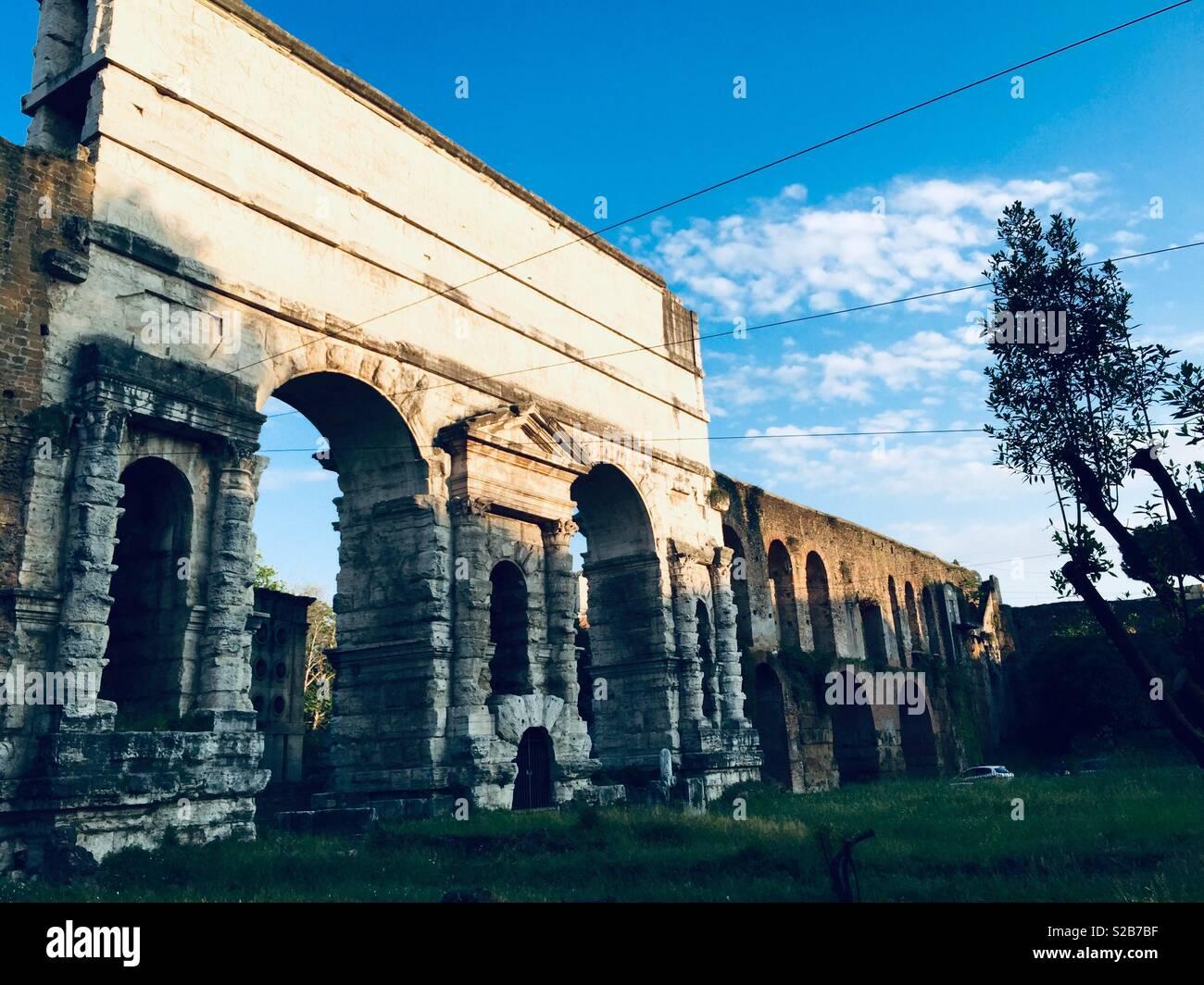 Porta Maggiore acquedotto a Roma, Italia Immagini Stock