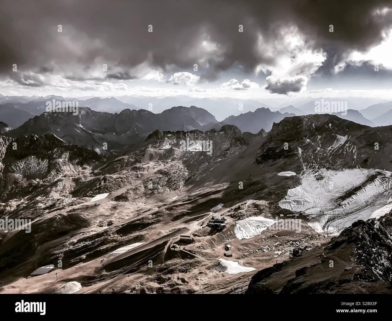 La vista dalla cima del massiccio dello Zugspitze Immagini Stock