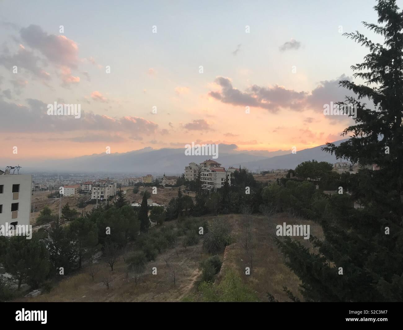 Tramonto nella valle Beqaa, Libano guardando in direzione di Beirut. Immagini Stock