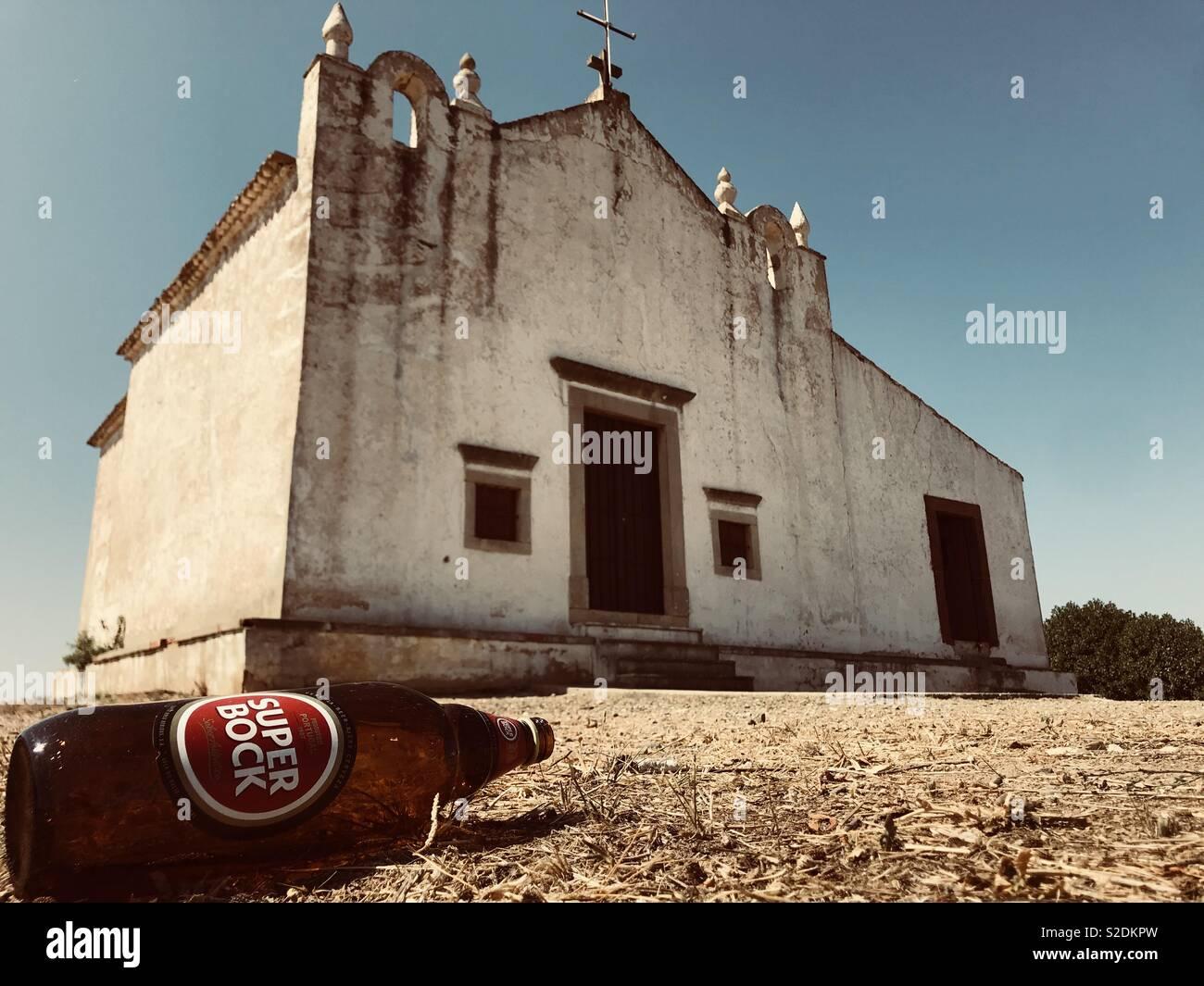 Abbandonata la chiesa del Portogallo Immagini Stock
