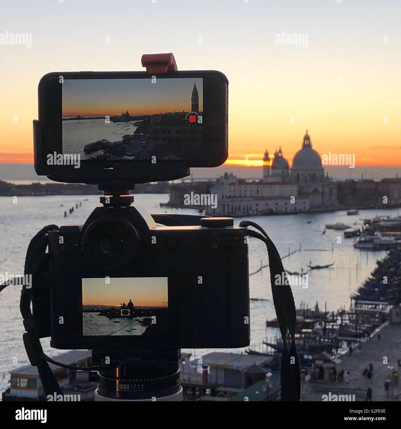 Catturare il tramonto a Venezia Foto Stock