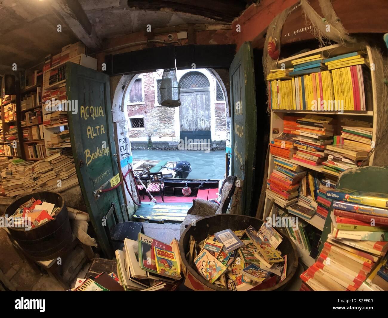 Acqua Alta bookshop in Venezia Foto Stock