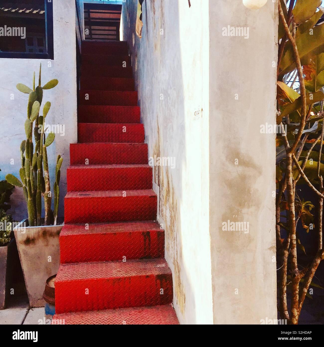 Le scale di colore rosso Foto Stock