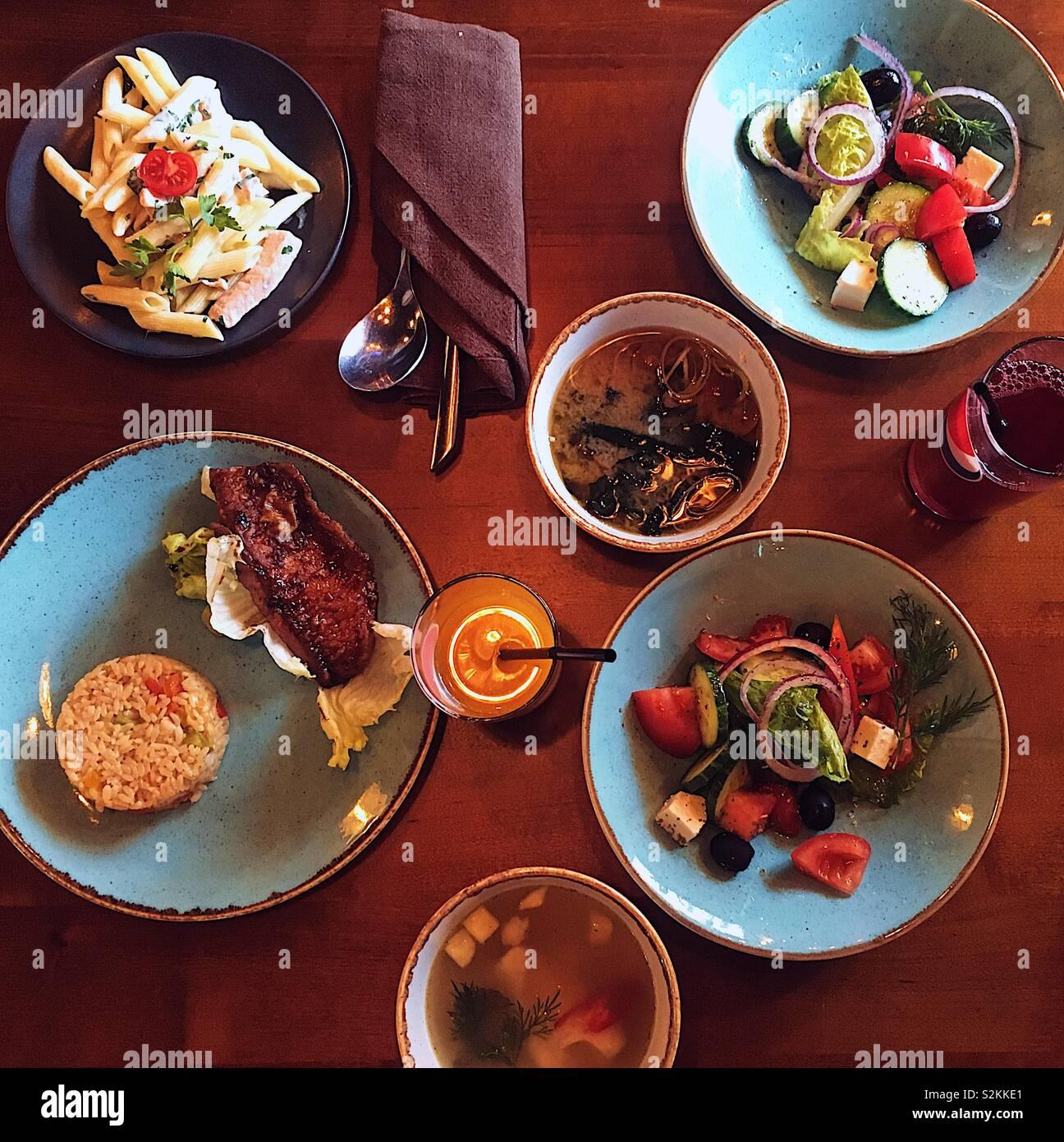 Il pranzo per due ragazze Foto Stock