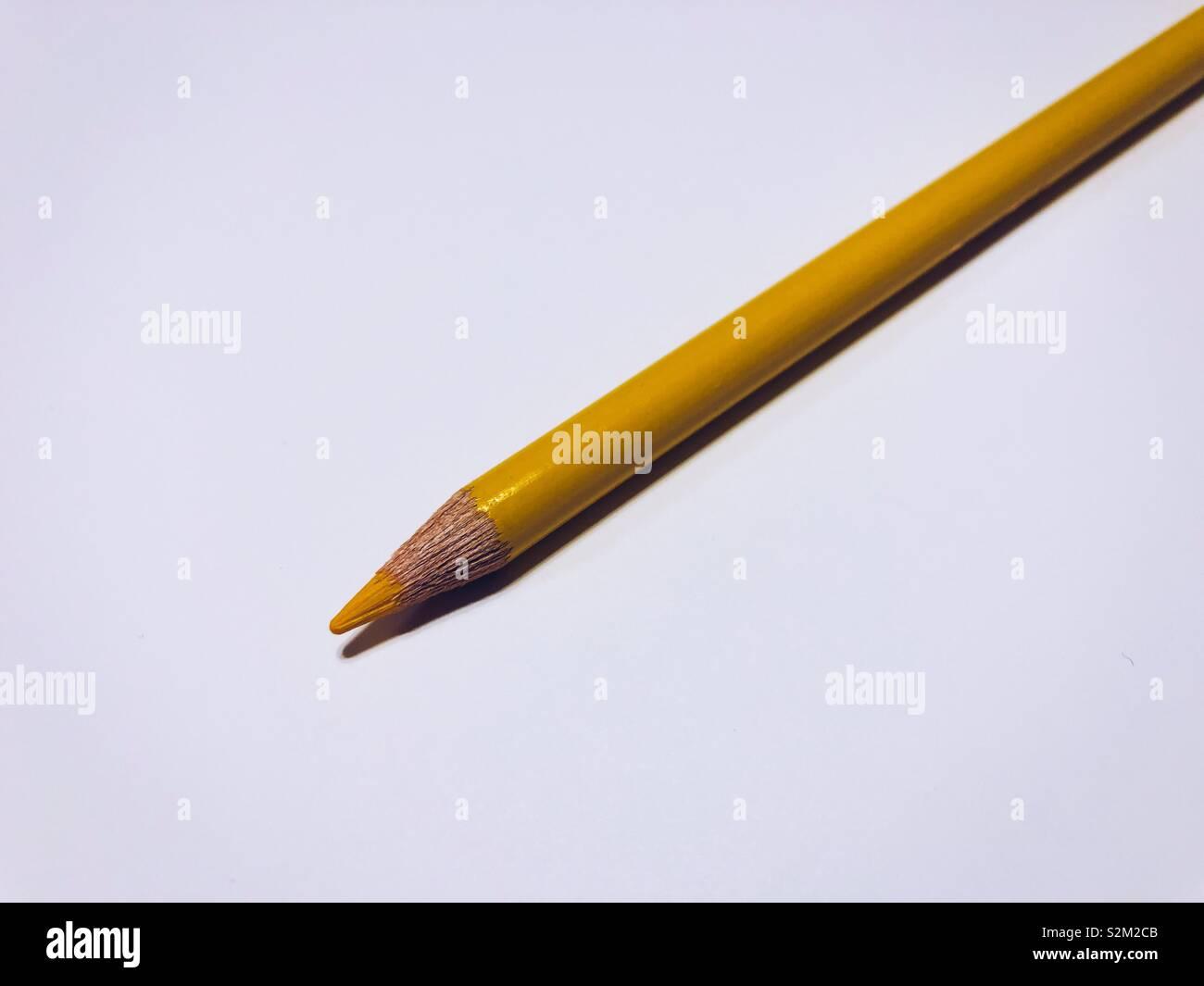 Matita gialla sulla carta scintillanti Immagini Stock
