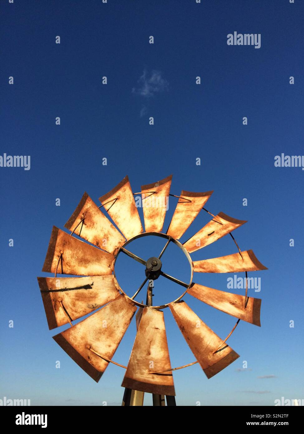 Rusty brown mulino a vento Foto Stock