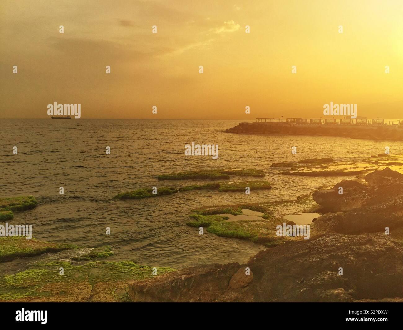 Sunrise al Mare Mediterraneo Beirut Libano Medio Oriente Foto Stock