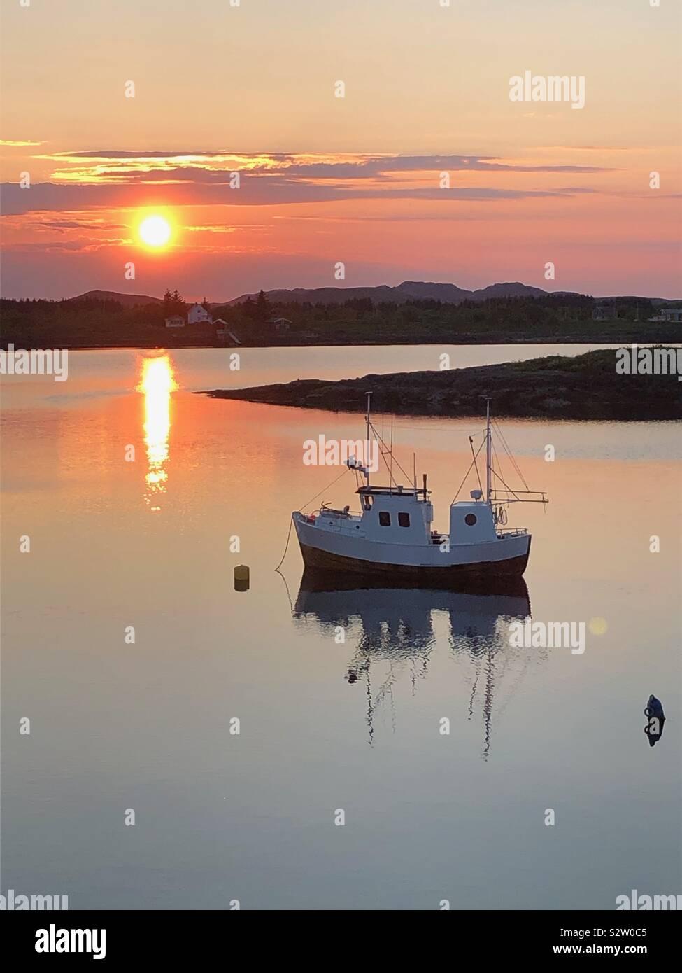 Il sole di mezzanotte, Heroy Isola, Norvegia Foto Stock