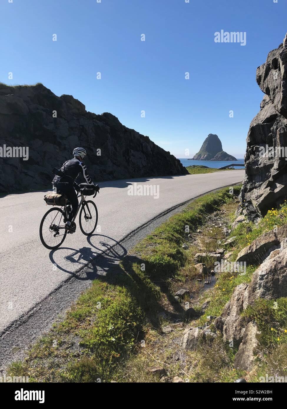 Escursioni in bicicletta al bordo di Vesteralen, Norvegia Foto Stock