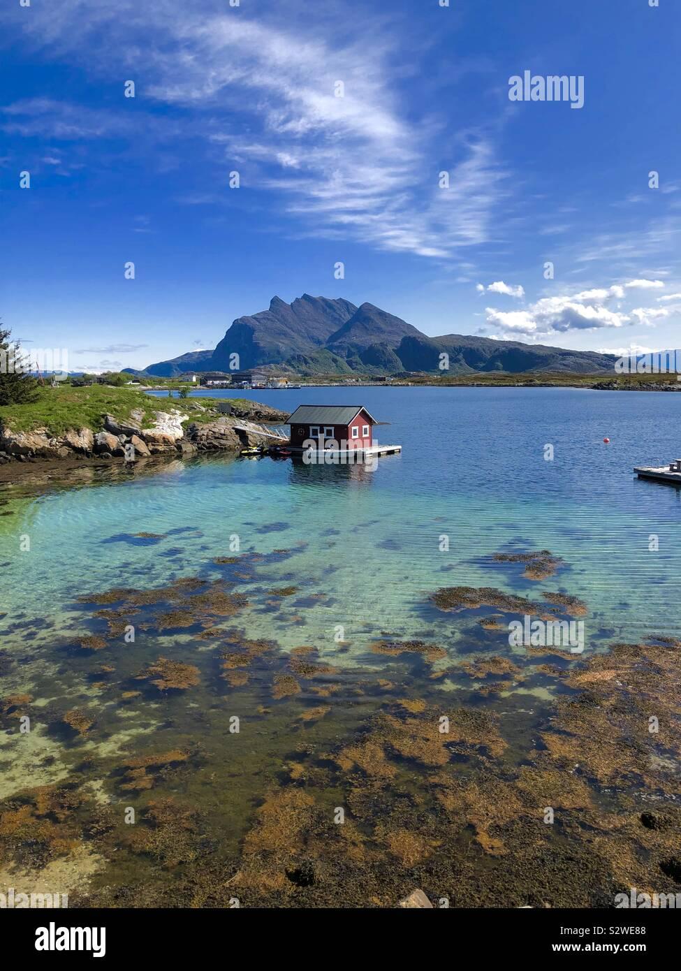 Cabina di pesca su Heroy Isola, Norvegia Foto Stock