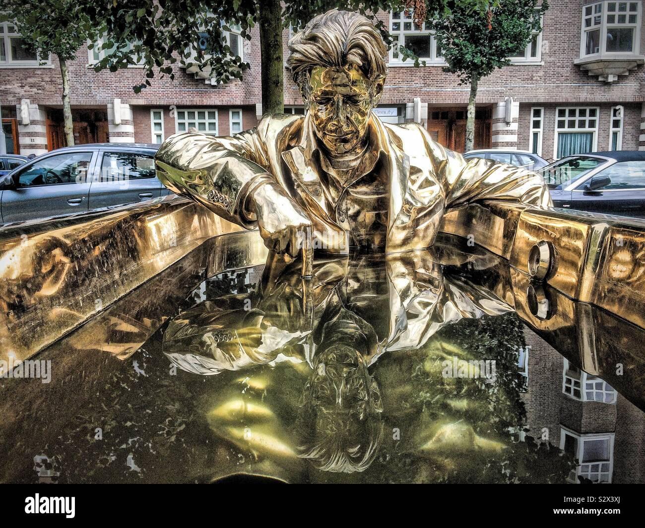 7 vasche da bagno e l'uomo che ha scritto su acqua Foto Stock