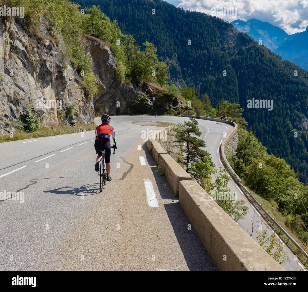 Scendendo Alpe d'Huez forcine Foto Stock
