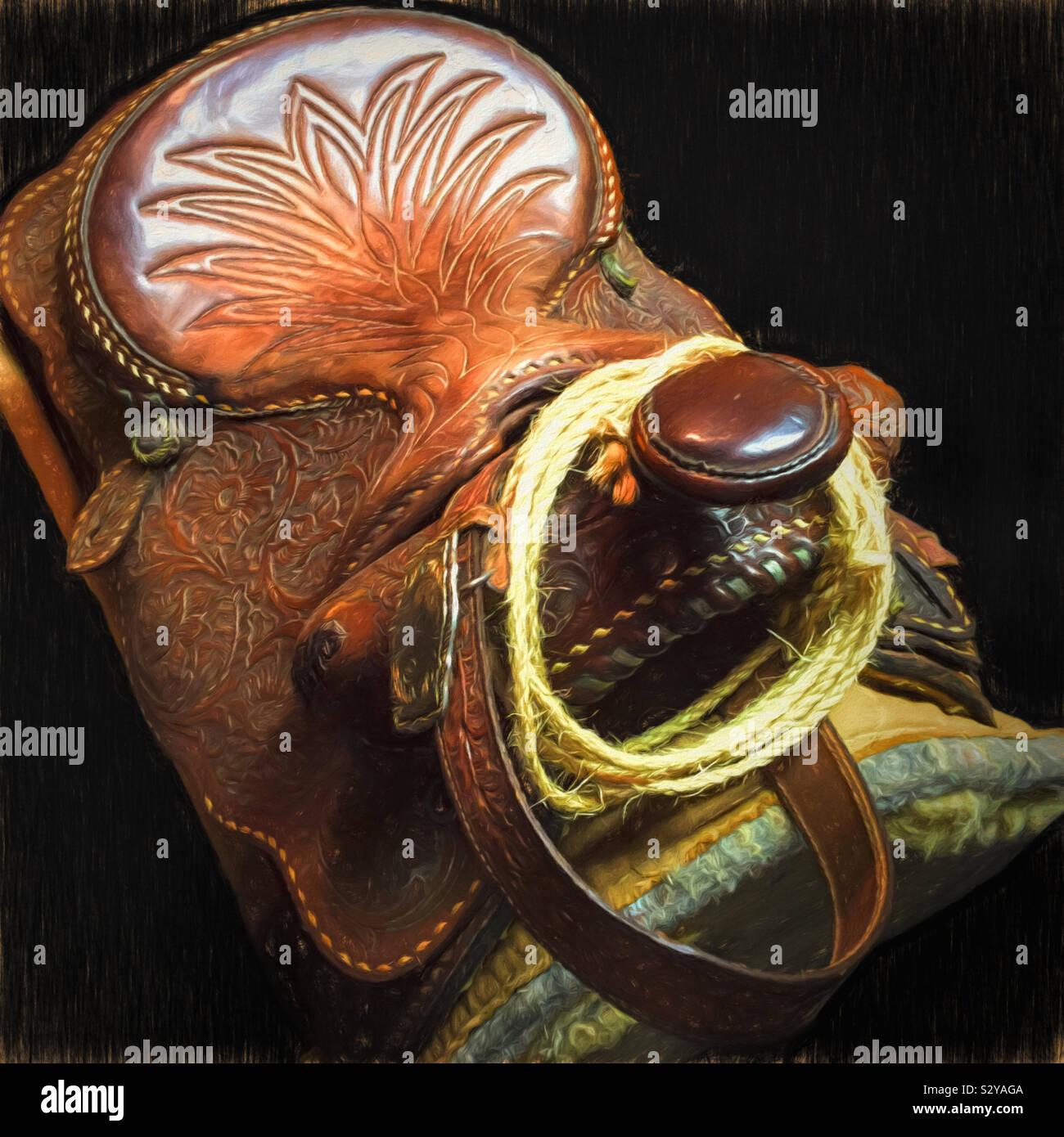 Vista dall'alto il colpo di un vecchio colore marrone Sella in cuoio con una corda sospesa sopra il clacson. Foto Stock