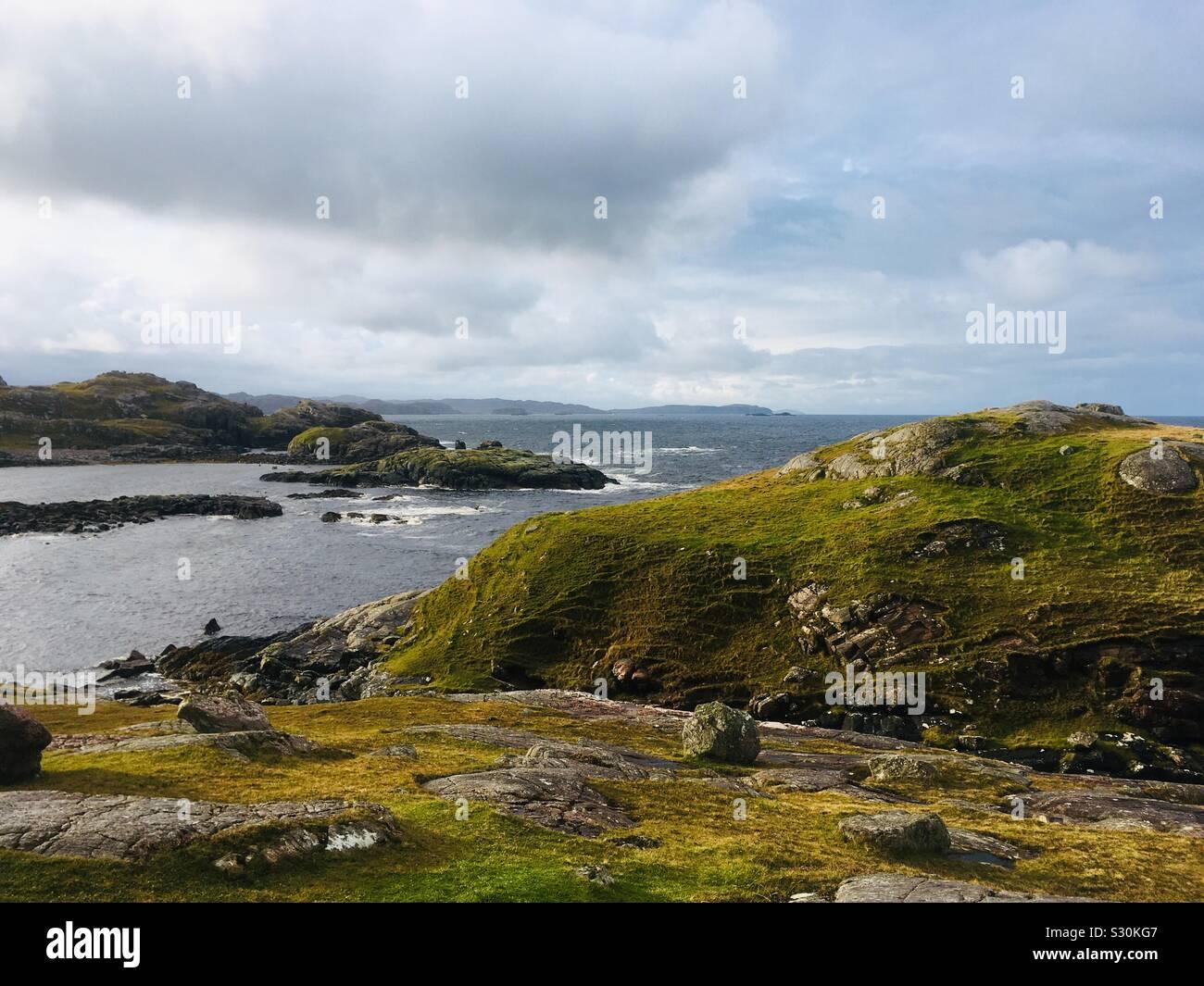 Sulla penisola di Operazioni Automatiche di Fine Campo a Oldshoremore Bay, Kinlochbervie, Sutherland, Scozia Foto Stock