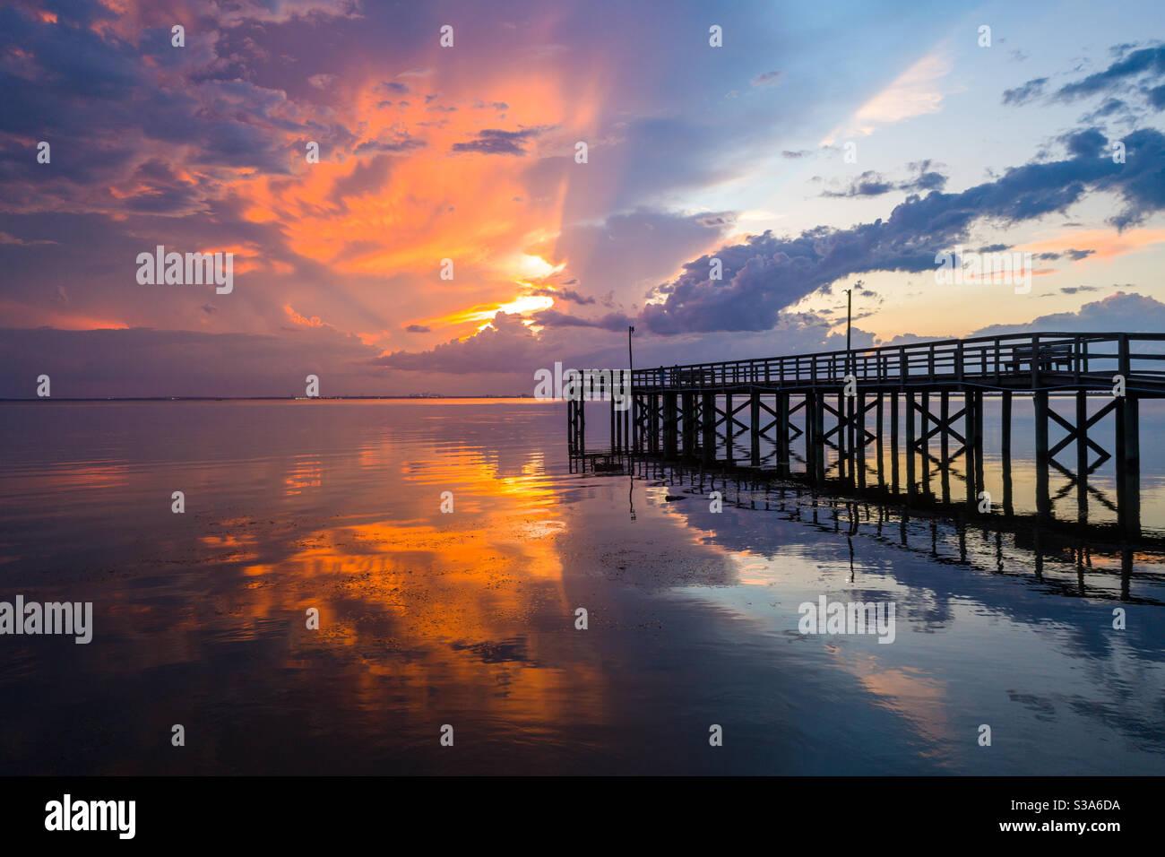 Splendido tramonto sul fronte della baia Foto Stock