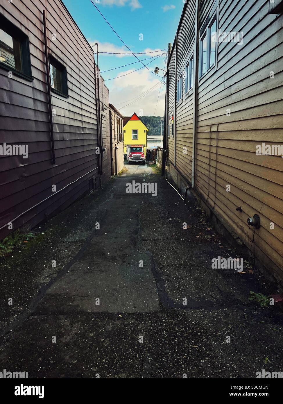 Piccola casa gialla Foto Stock