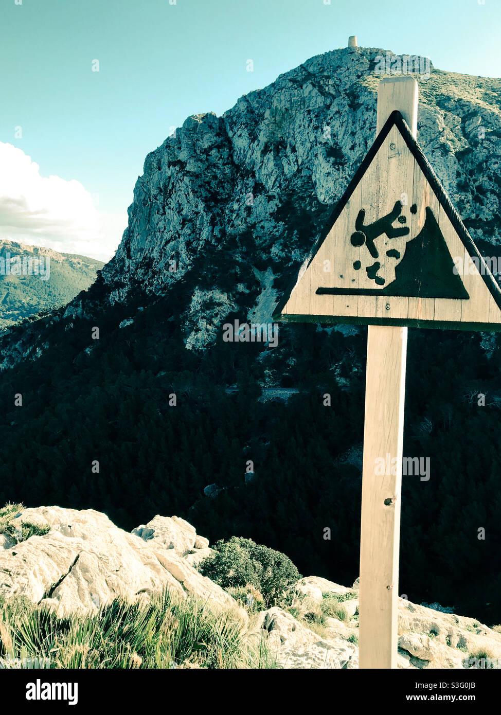 Pericolo di caduta dal bordo della scogliera Foto Stock