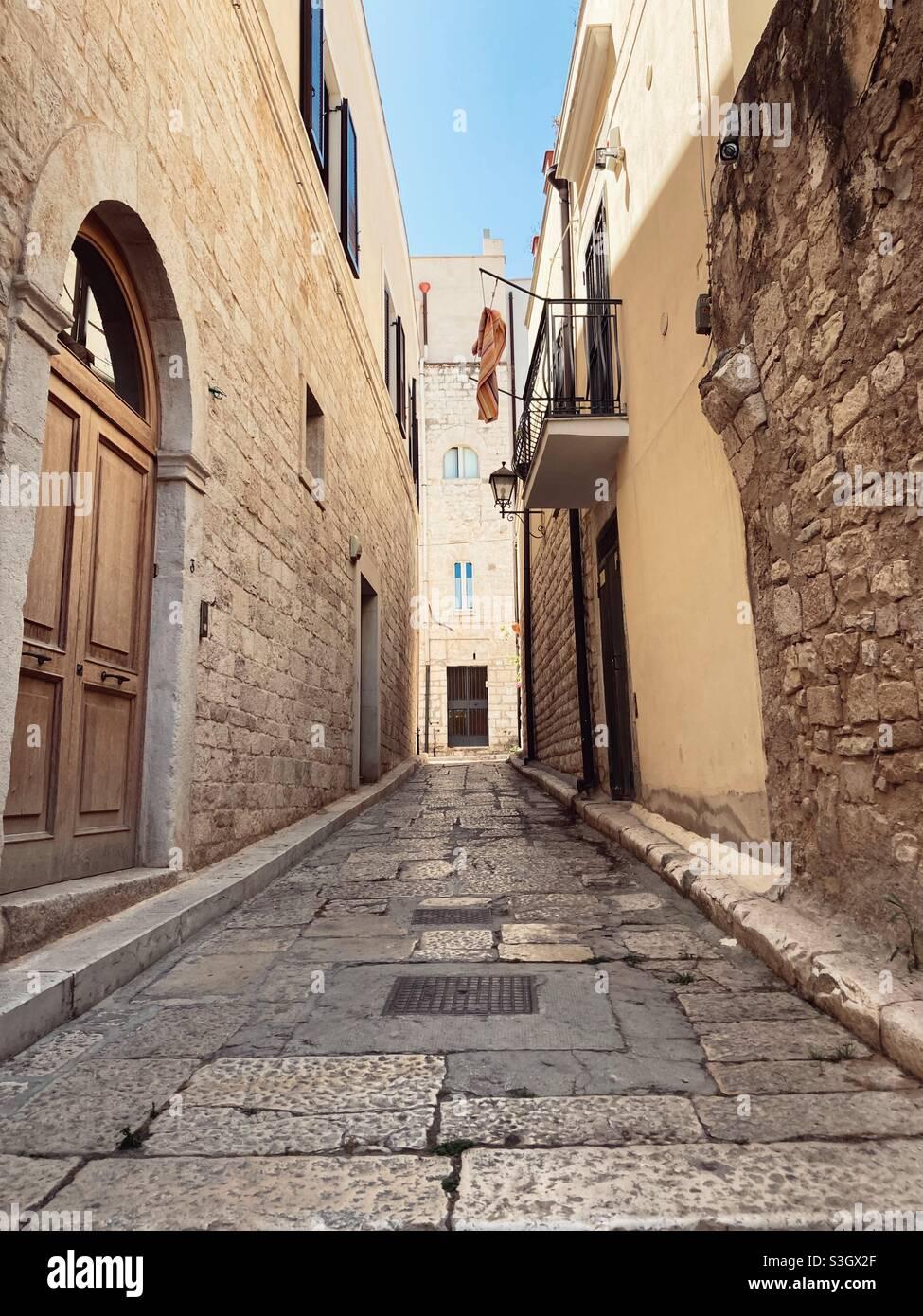 Un vicolo a Trani, Puglia, Italia Foto Stock