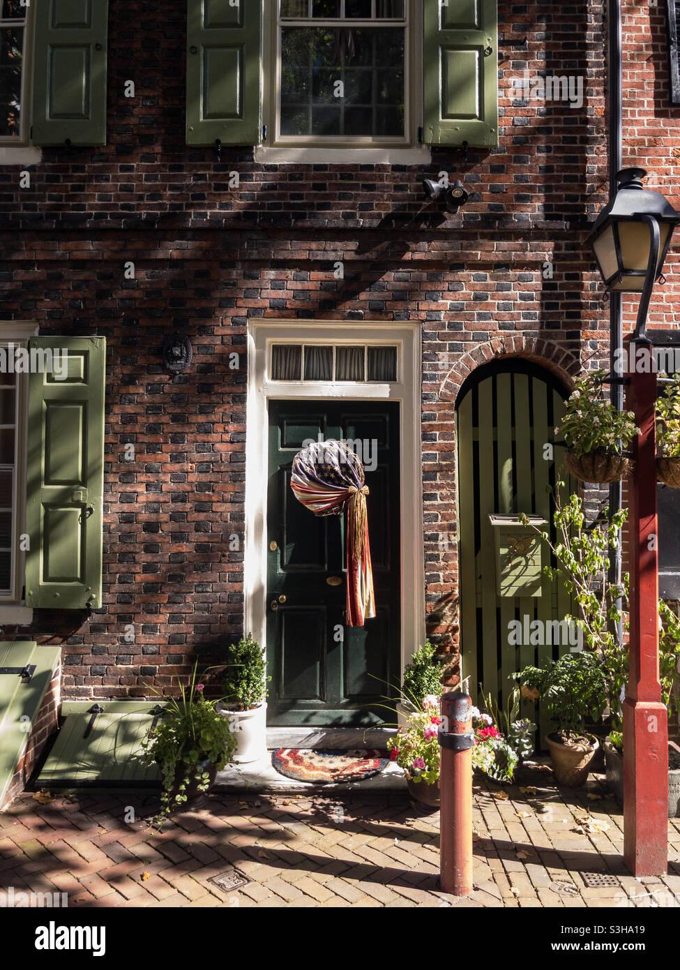Historic Street Elfreth's Alley a Philadelphia, situato nel quartiere della città vecchia Foto Stock