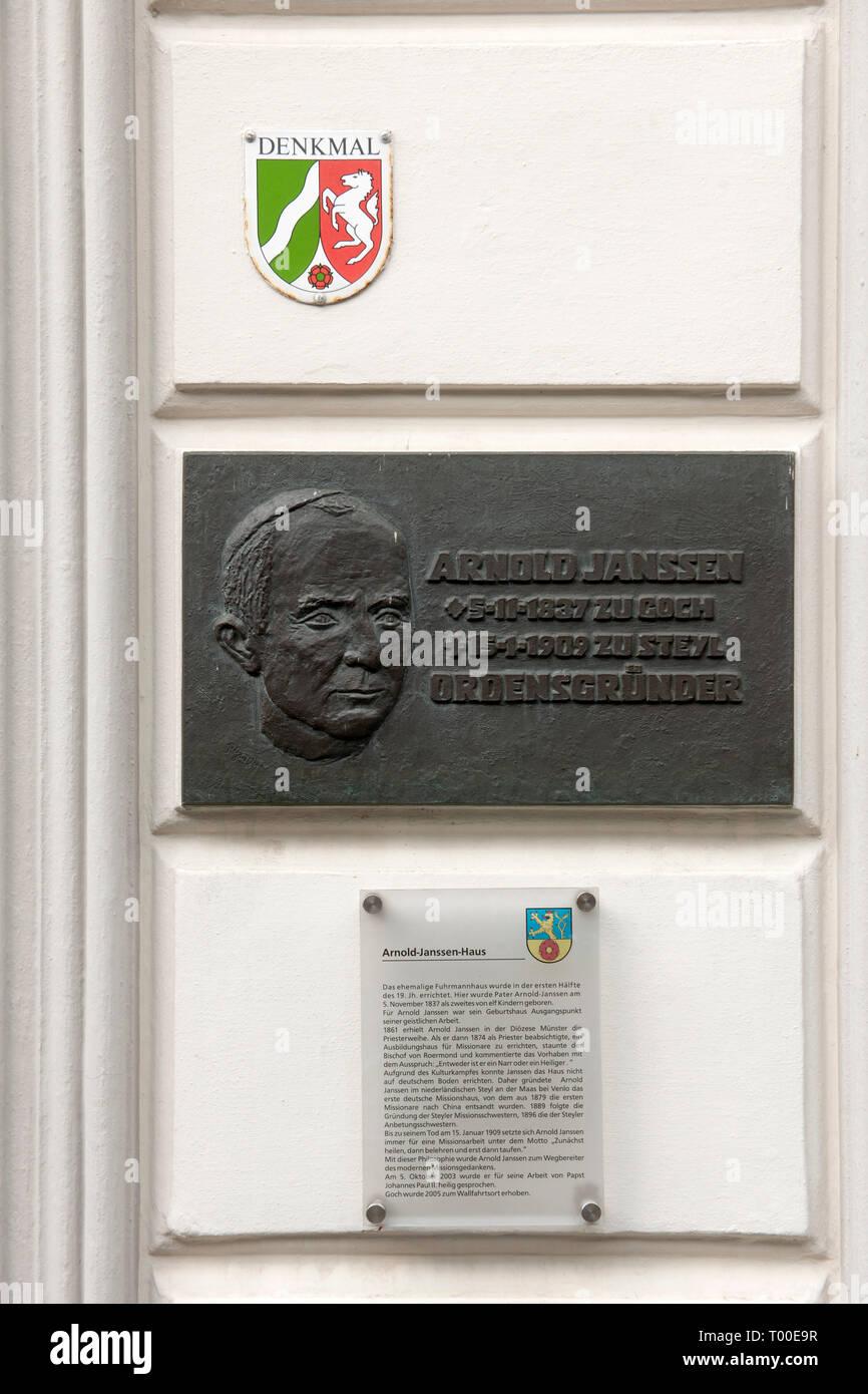 Deutschland, Renania settentrionale-Vestfalia, Kreis_Kleve, Goch, Tafel am Geburtshaus von Arnold Janssen, dem Gründer der Styler Missionare. Immagini Stock
