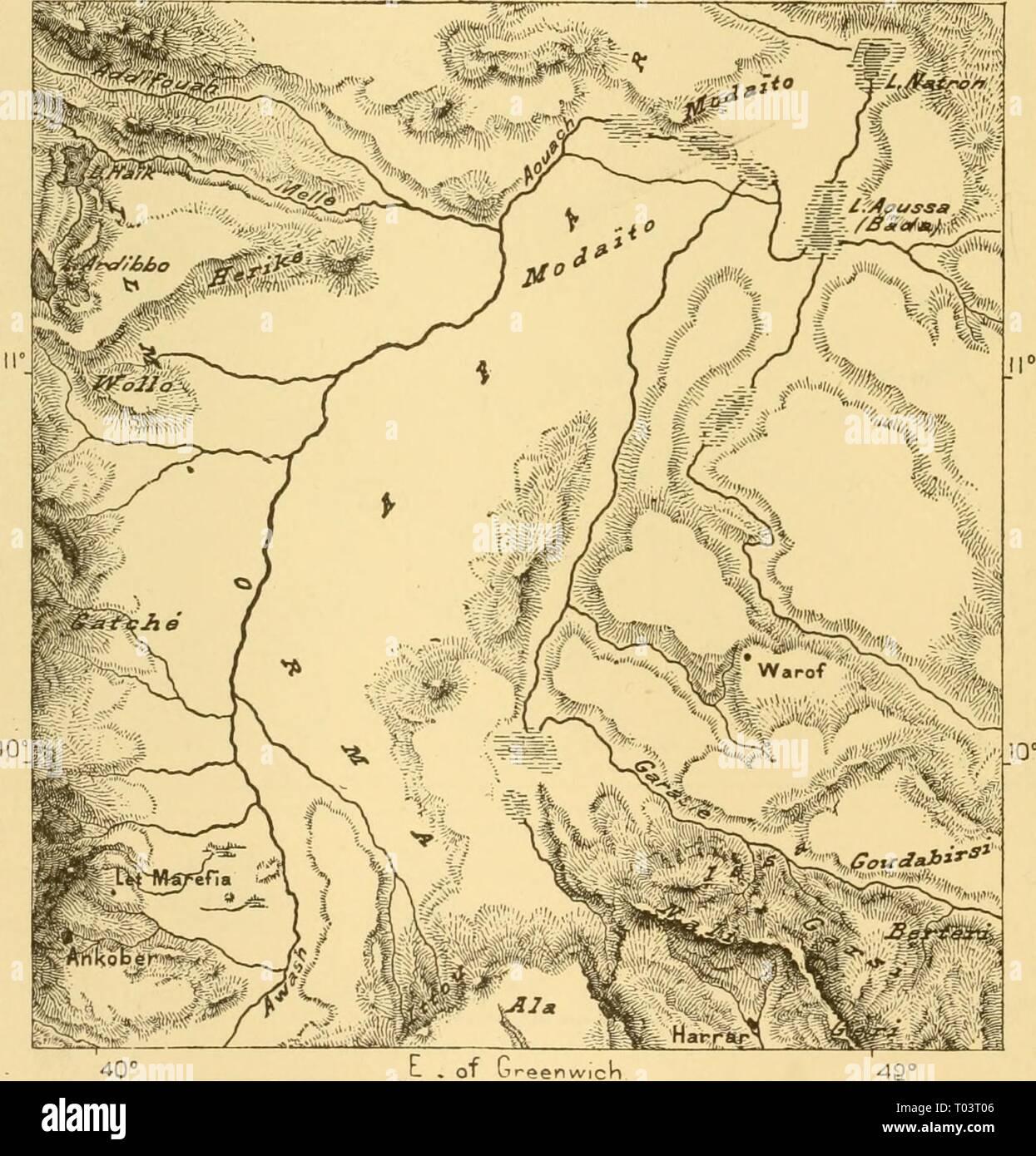 La terra e i suoi abitanti .. . Earthitsinhabita0186recl Anno: 1886 206 A NORD-EST ATEICA. raccolta di più di un migliaio di capanne dove sono collocati i mercanti e cammello- driver della Modaïto Danakil tribù e una volta era la capitale del regno Mussulman di Adel. Da Aussa alla Baia Tajurah seguire in successione di numerosi altri gruppi di cabine anche appartenenti alla tribù Afar e sulla sponda settentrionale della baia è delimitata da largamente sparsi borghi e villaggi. Tra gli altri è quello di Sangalo, che viene servita fino a di recente come il porto da dove Galla schiavi erano shiiJjDed in Arabia Immagini Stock