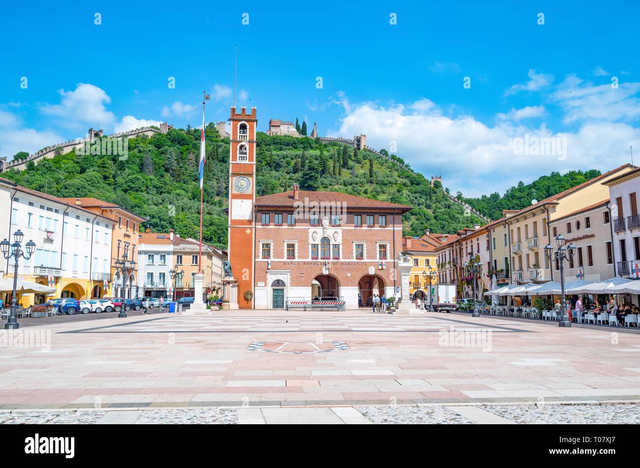 L'Italia, Marostica, la piazza in cui il tradizionale gioco di scacchi è giocato Foto Stock