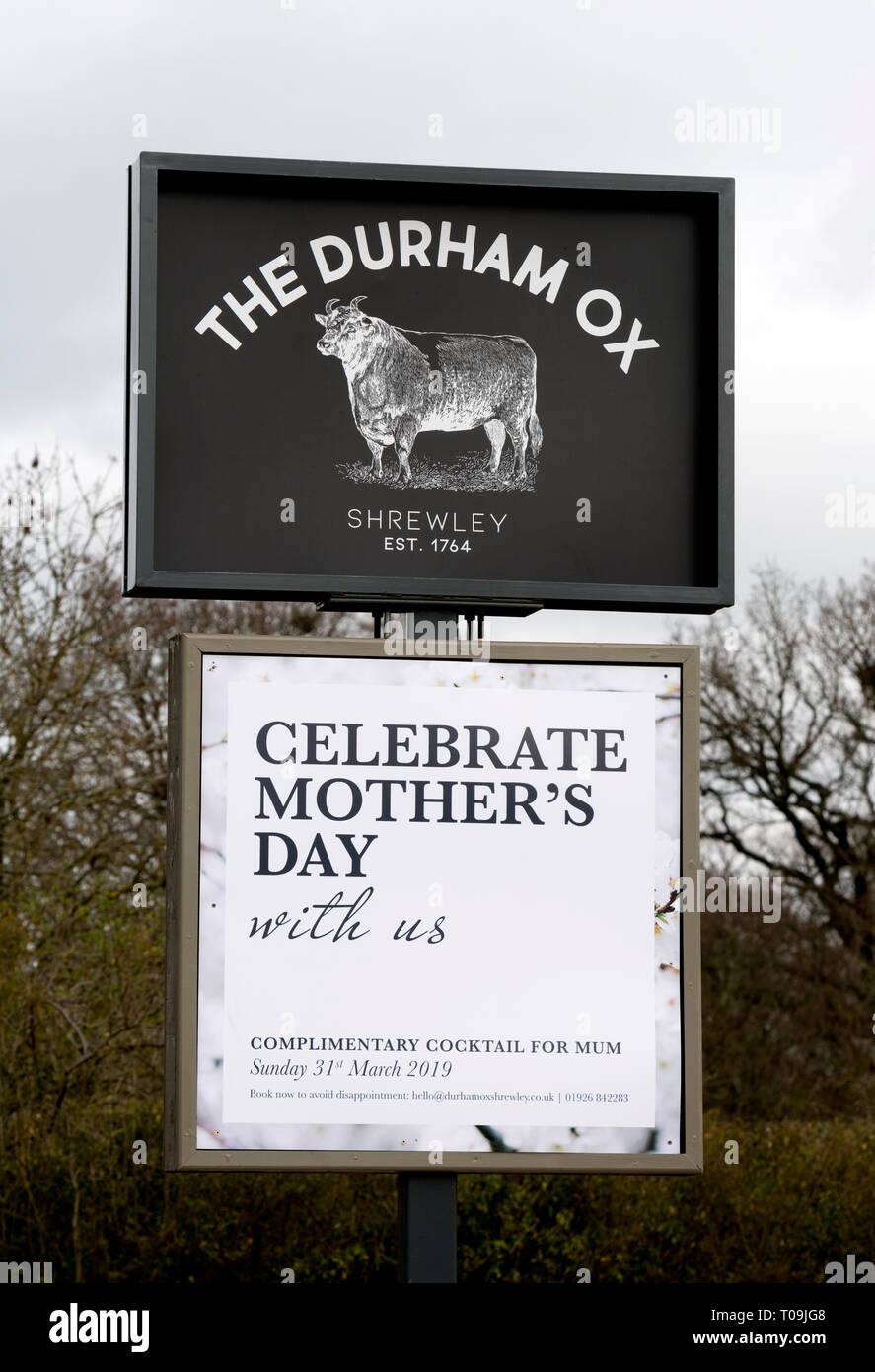 La Durham Ox pub segno, Shrewley, Warwickshire, Inghilterra, Regno Unito Immagini Stock