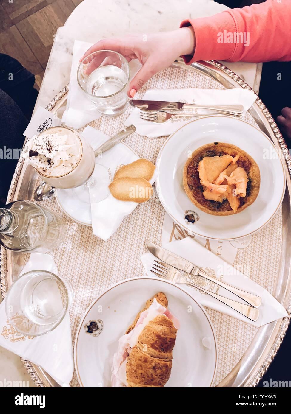 Caffe Florian, coffee house, situato in piazza San Marco, la più antica casa di caffè in funzionamento continuo. Immagini Stock