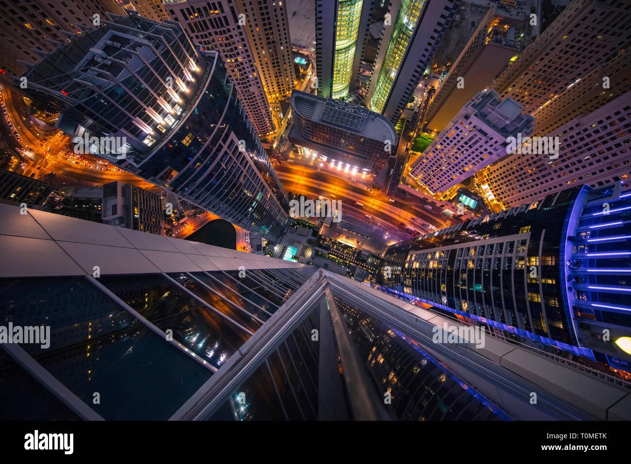Una vista prospettica di Dubai Marina, Dubai, UAE Foto Stock