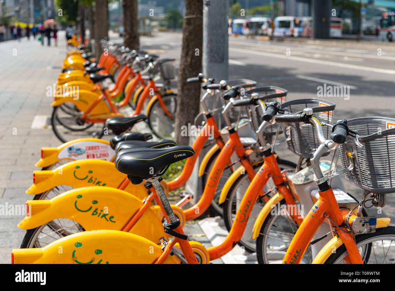 Ubike ( YouBike ) stazione. Ubike popolare è un network di noleggio biciclette in Taipei. Un bike sharing servizio di sistema utilizzato dai cittadini come a breve distanza tr Foto Stock