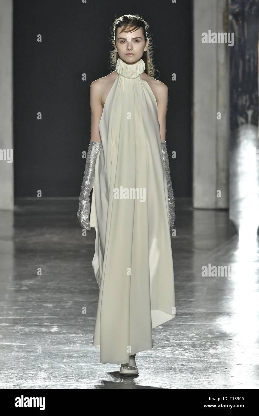 49dcde1324 La Fashion Week di Milano Autunno/Inverno 2019 - Alberto Zambelli -  passerella con:
