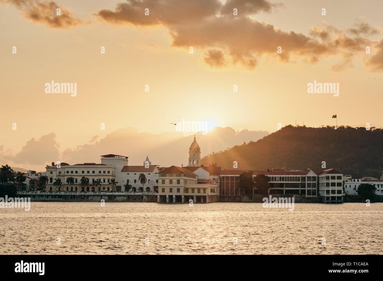 Vista di Casco Antiguo in Panama City al tramonto Immagini Stock