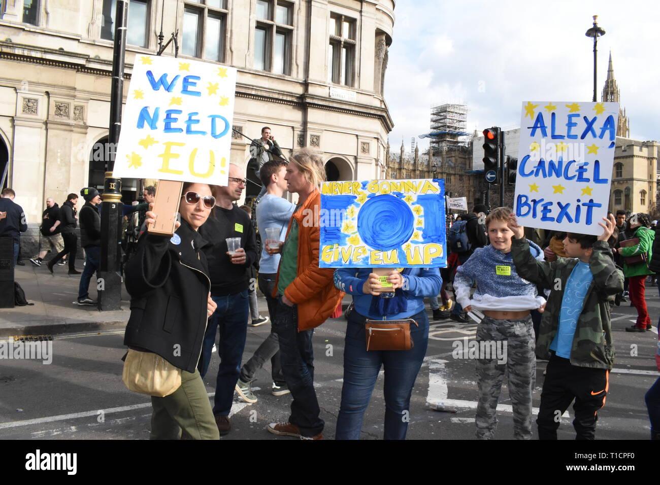 Londra/UK. Il 23 marzo 2019. Migliaia marzo a Piazza del Parlamento a chiedere un voto popolare. Credito: Katherine Da Silva/ Alamy news Immagini Stock
