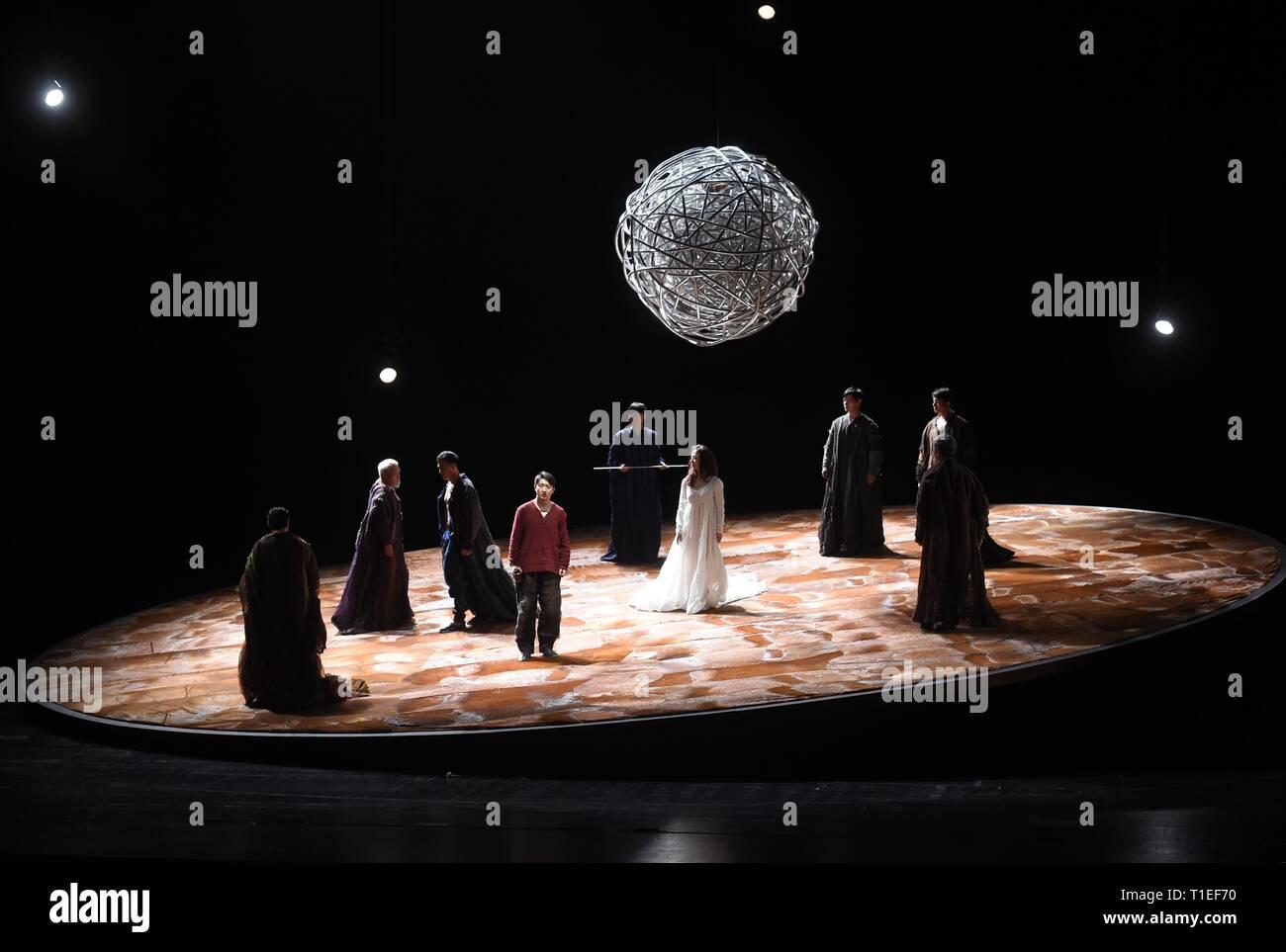 f4c6f034e81582 (190326) -- Pechino, 26 marzo 2019 (Xinhua) -- Shakespeare 'Hamlet' viene  eseguita presso il Centro Nazionale per le Arti ...