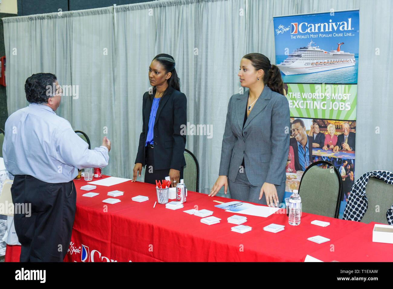 Miami Florida Job Fair carriera di occupazione del lavoro disoccupati job seeker datore di lavoro assunzione domanda di assunzione crisi economica stand C Immagini Stock
