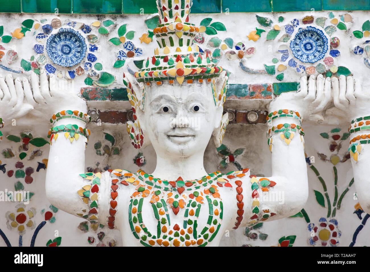 Cariatide di Wat Arun, Bangkok, Thailandia. Immagini Stock