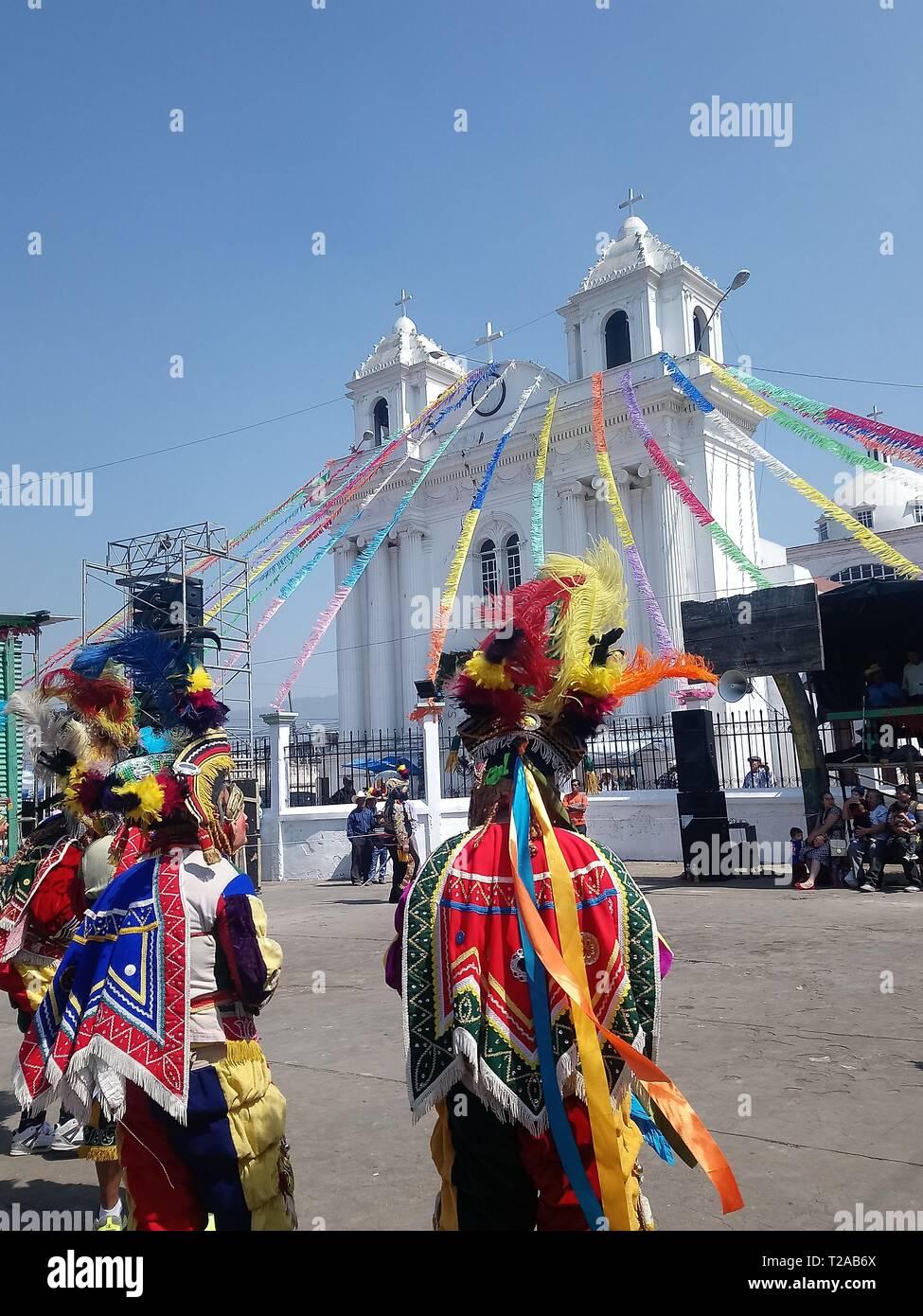 El baile tradicional de los toritos y venados n.a. tradición guatemalteca cultura única fiesta patronale san juan osculcalco quetzaltenango i municipio Immagini Stock