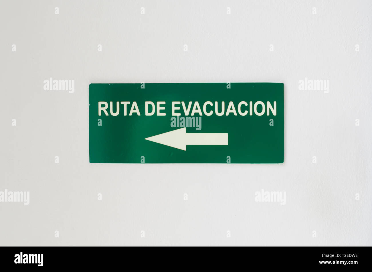 Immagine Del Cartello Stradale Che Indica Di Evacuazione Di Luce Su