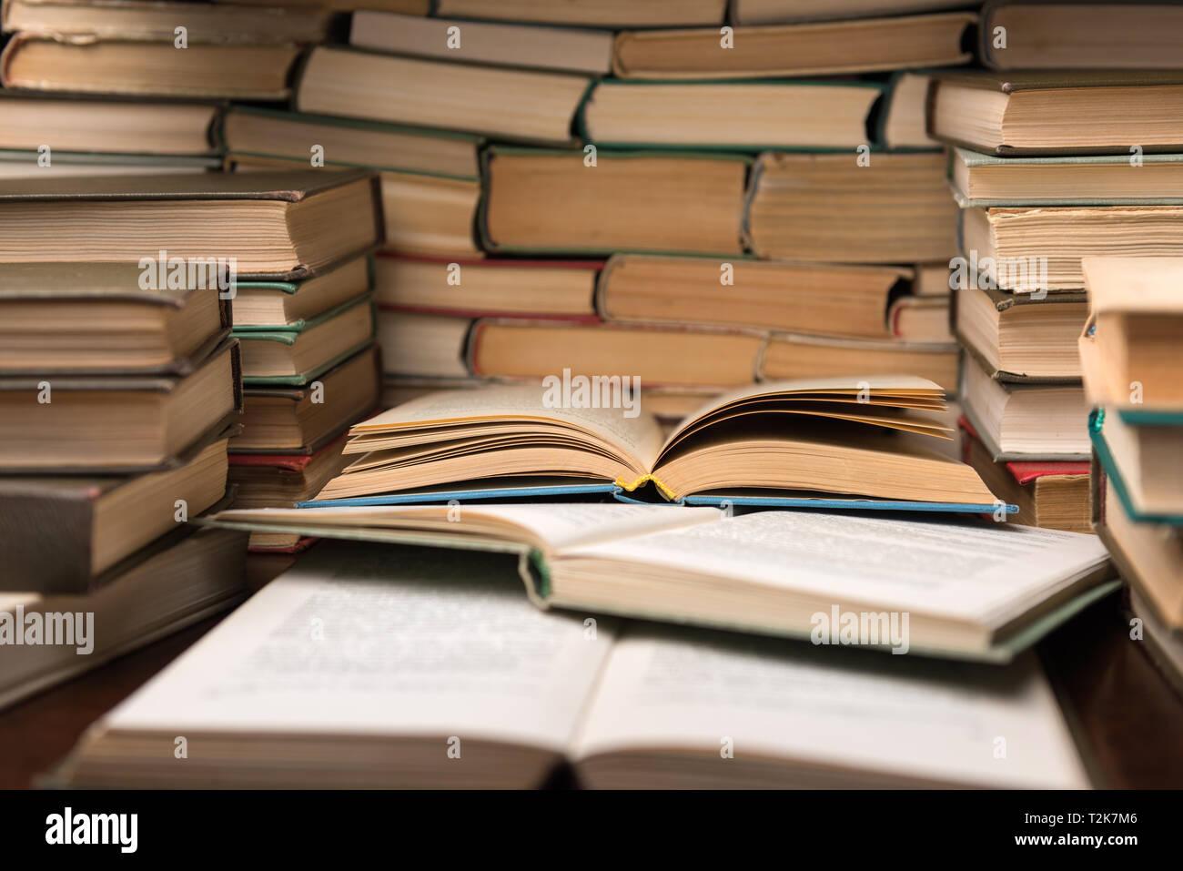 Libri Aperti Immagini e Fotos Stock - Alamy