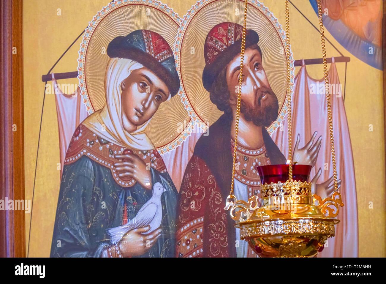 Chapaevsk, regione di Samara, Russia-February 18, 2019: chiesa dell icona della Madre di Dio di Kazan in Chapaevsk.L'icona dei santi Pietro e Fevronia. Immagini Stock
