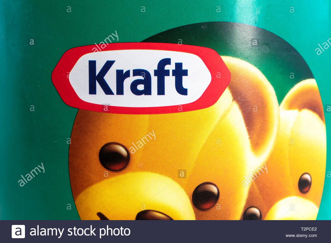 Kraft nome del marchio etichetta in un contenitore di burro di arachidi. Immagini Stock