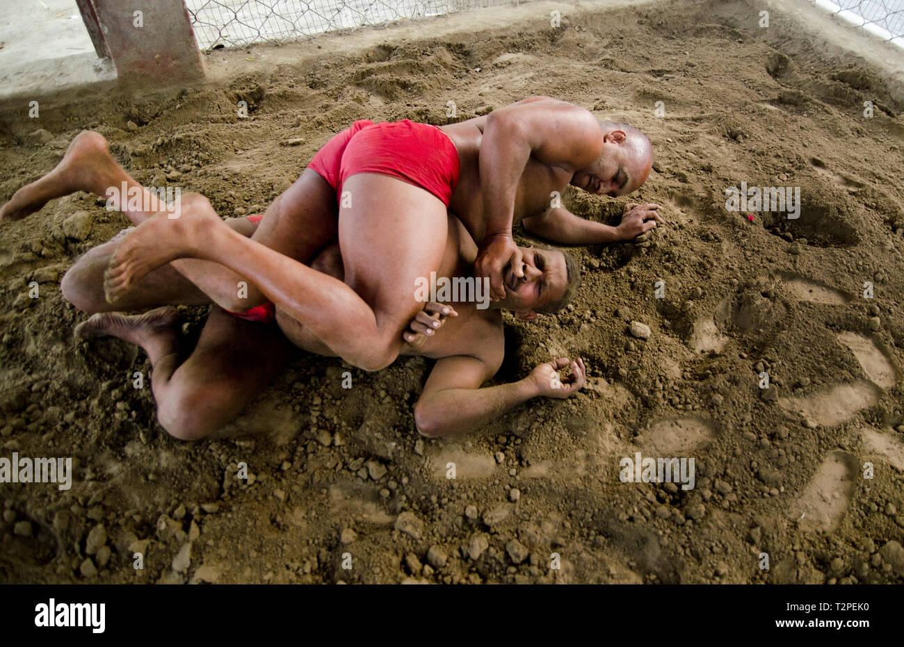 Tradizionale Indiano Kushti lottatore in Kolkata, India Immagini Stock