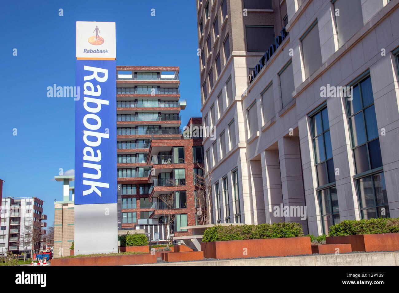 Affissioni Rabobank presso l'edificio Parktoren a Amsterdam Paesi Bassi 2019 Immagini Stock