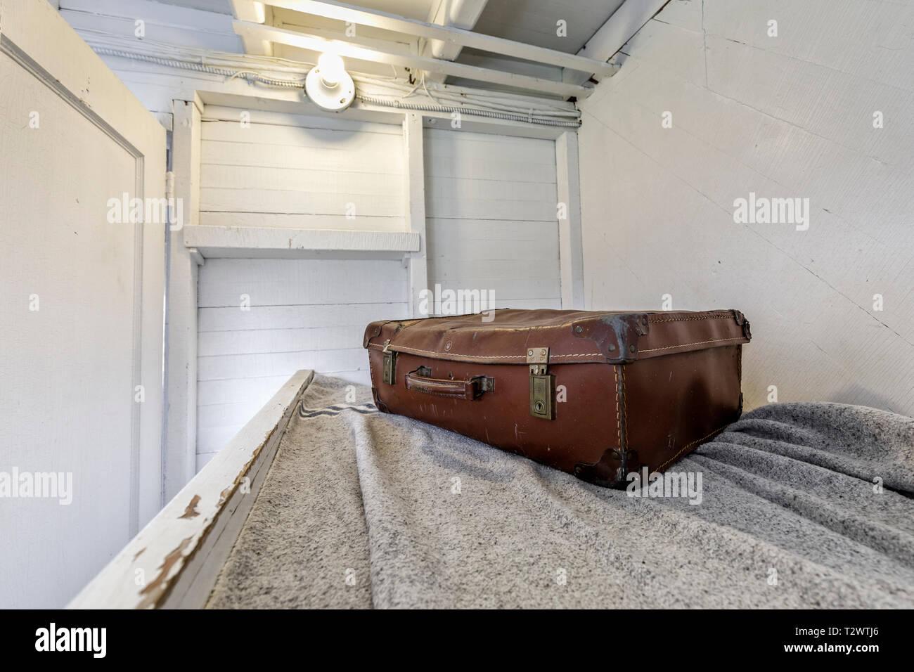 Vintage bagagli su una delle navi passeggeri cuccetta di cabina del SS Keenora steamship presso il Museo della Marina di Manitoba, Selkirk, Manitoba, Canada. Immagini Stock