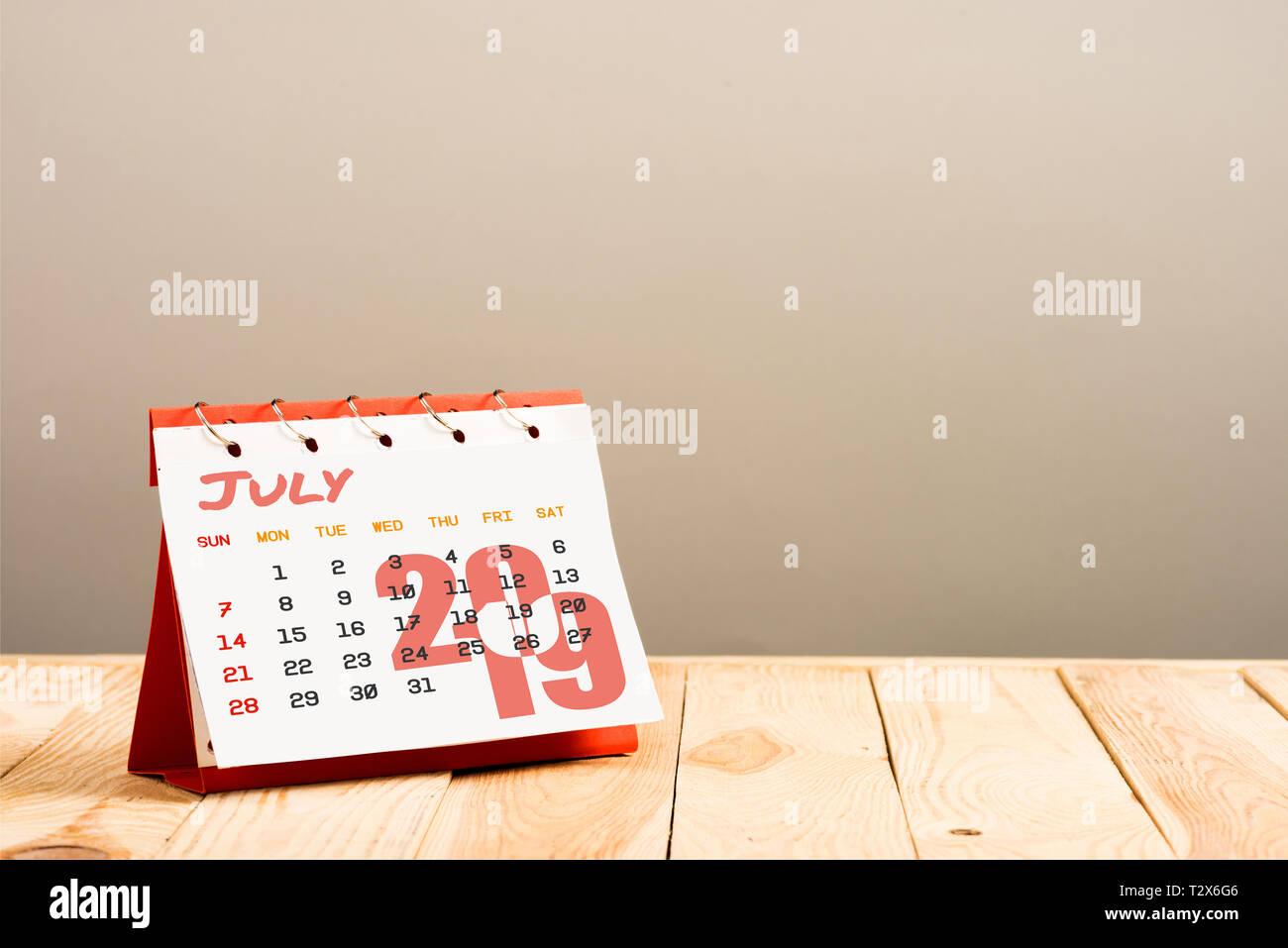 Pagina Di Calendario Luglio 2019.Il Calendario Di Luglio 2019 Pagina Isolato Sul Beige Con
