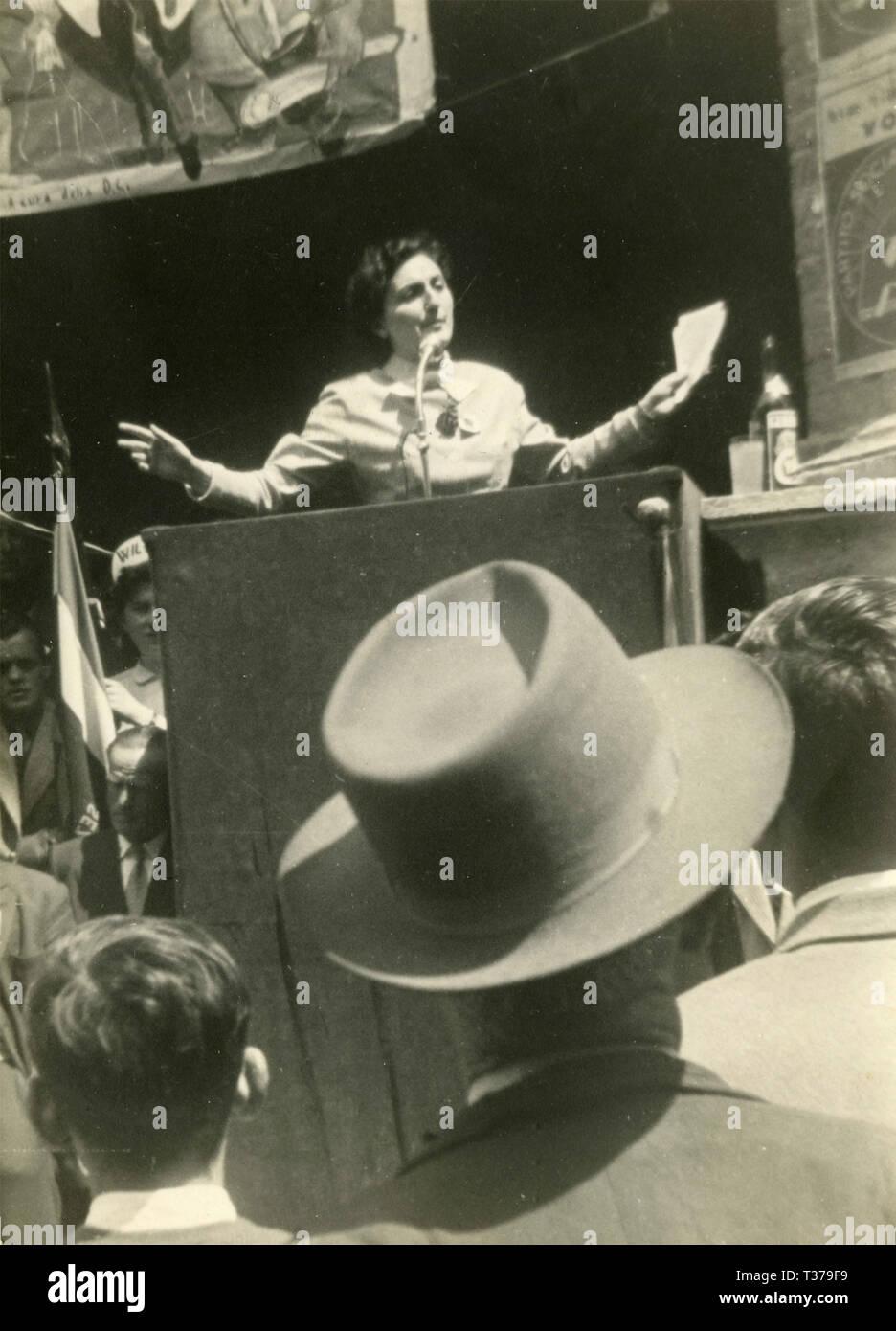 Politica dei rally da PCI Ilia Coppi, Montalcino, Italia, Maggio 1953 Immagini Stock