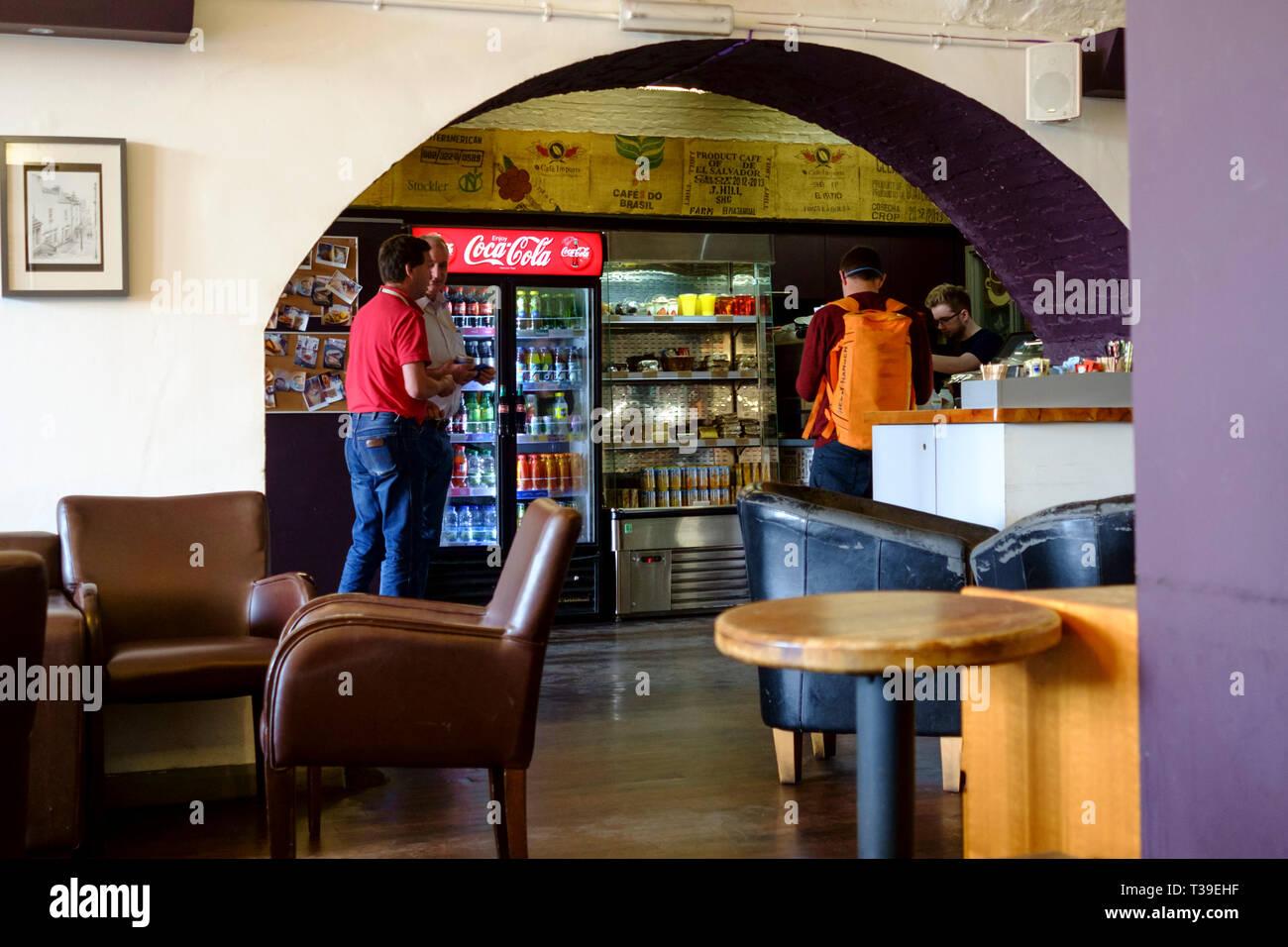 Cafe Gusto presso la stazione ferroviaria di Temple Meads Bristol Immagini Stock