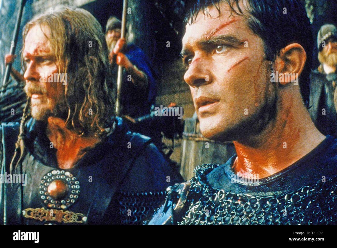 Il 13TH WARRIOR 1999 Touchstone Pictures film con Antonio Banderas a destra e Dennis Storhøi Foto Stock